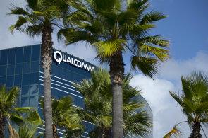 Výrobce mobilních procesorů Qualcomm chce zakázat prodej iPhonů v USA, Apple údajně neplatí za používání šesti patentů