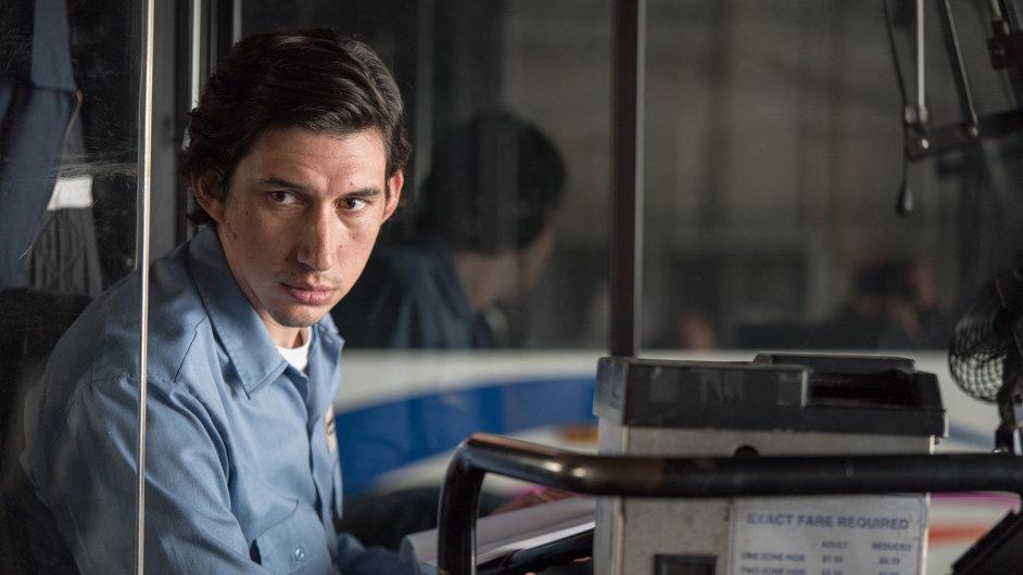 Titulní roli ve snímku Paterson ztvárnil Adam Driver (na snímku).