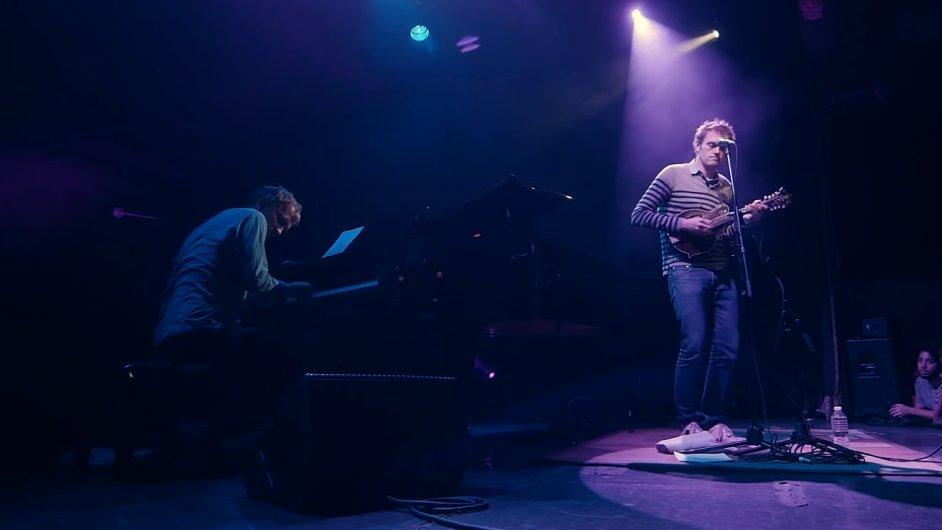 Chris Thile (vpravo) a Brad Mehldau spolu vystoupili již na festivalu Struny podzimu.