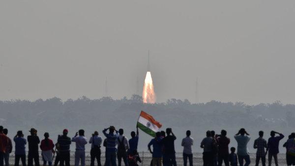 Indie vypustila jedinou raketou 104 satelitů.