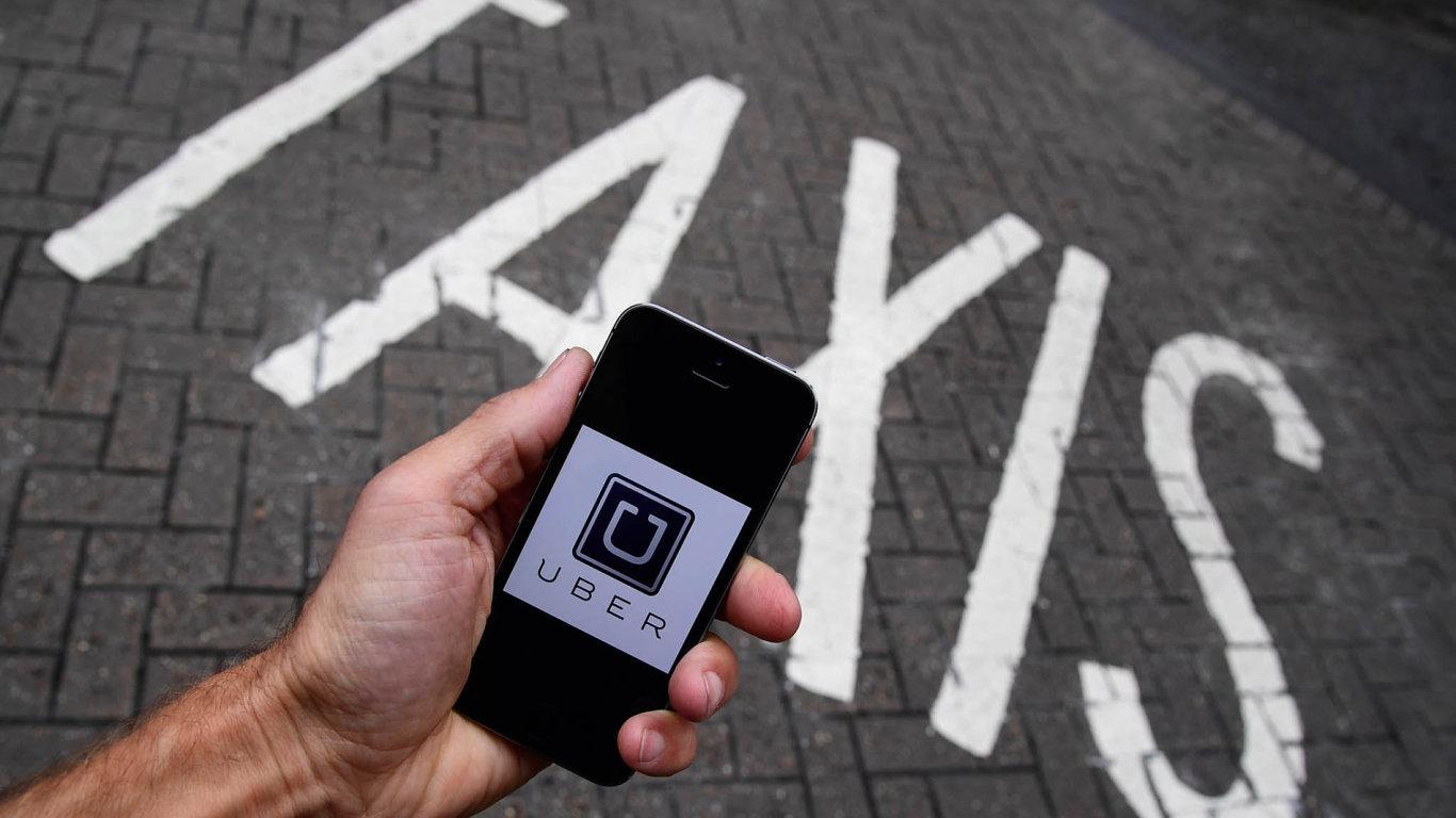 Jak na Uber? Stát se snaží najít způsob, jak legálně využívat služby sdílené ekonomiky typu Uber.
