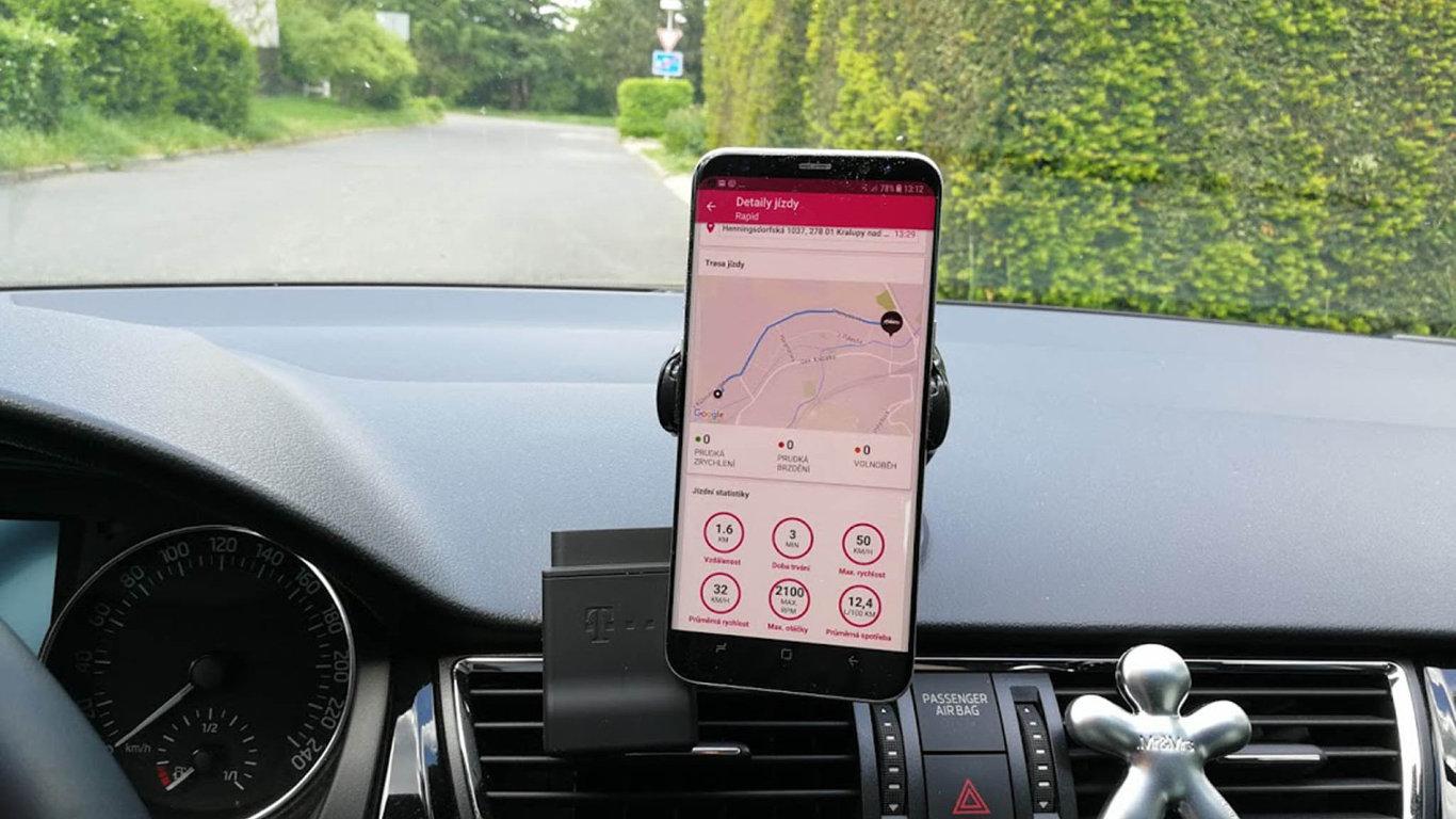 Mám přehled. Mobil je připojen kaplikaci– majitel má tak naprostý přehled osvém autě, ať už je kdekoliv, jen musí mít signál.
