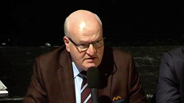 Do televizní předvolební debaty o kultuře ministr kultury Daniel Herman za KDU-ČSL nedorazil, na té pondělní už ale nechyběl.