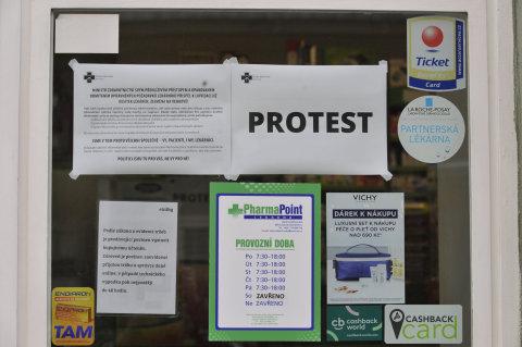 Protest praktických lékařů a ambulantních specialistů proti byrokracii a údajně nedostatečnému financování jejich praxí