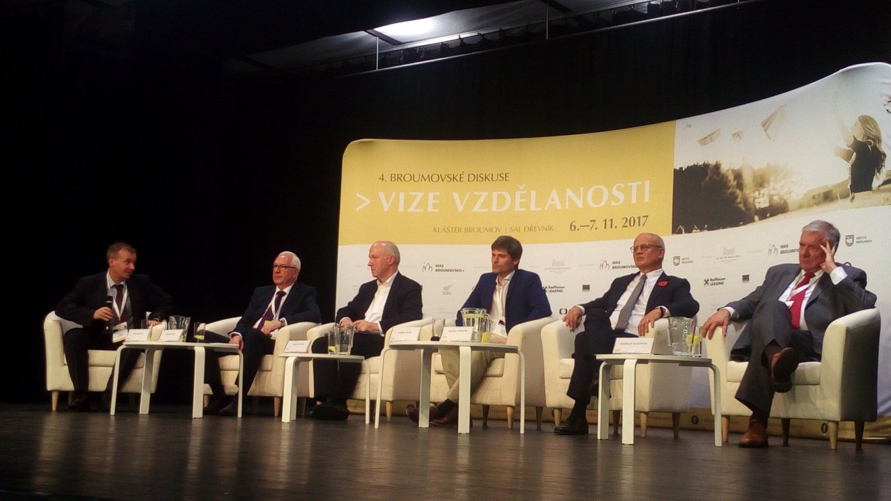 V Broumovském klášteře se v debatě vůbec poprvé utkala pětice prezidentských kandidátů.