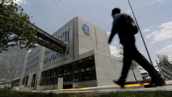GE po celém světě na konci loňského roku zaměstnávala zhruba 300 tisíc lidí.