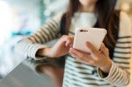 Přibývá dětí, které pohlcuje závislost na tabletu či telefonu. Problémy s moderními technologiemi mívají ale i jejich rodiče