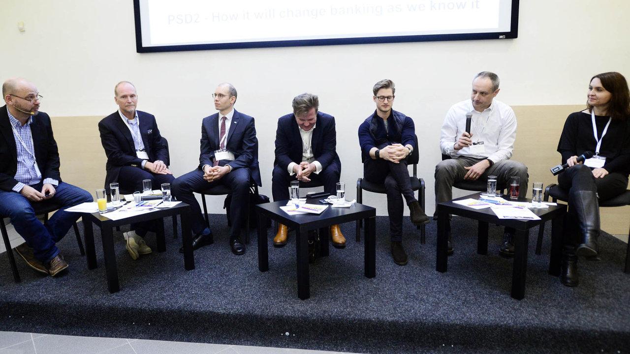 Fintech Leaders Club: Diskutující zleva: C. Maloux (StartupYard), J. Winkler (Accenture), M. Vodrážka (ČNB), D. Krištof (Česká spořitelna), M. Šmída (Twisto), J. Ponrt (Alza) a B. Tyllová (PayU).