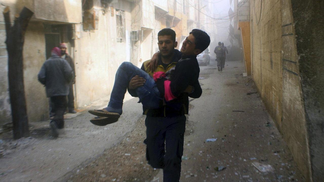 Navzdory příměří vyhlášenému OSN syrská vláda pokračuje v ostřelování Ghúty, v níž stále žije skoro půl milionu civilistů.