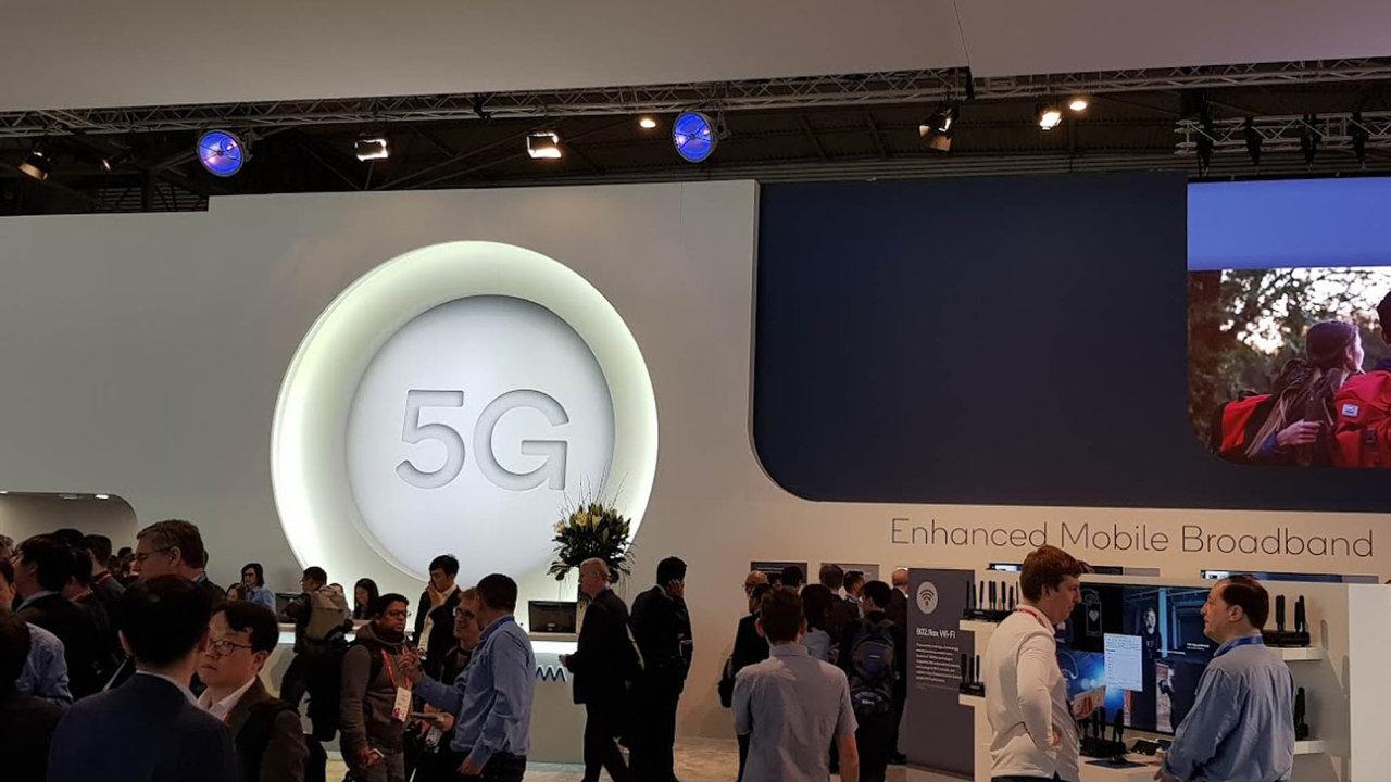 Logo 5G je všude. Nanové sítě sází výrobci telefonů iautomobilů.