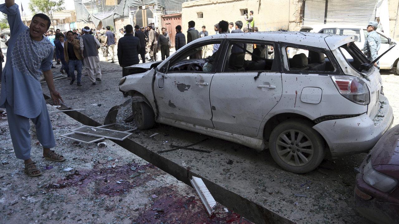 Nejméně 31 lidí zabil sebevražedný atentátník v Kábulu