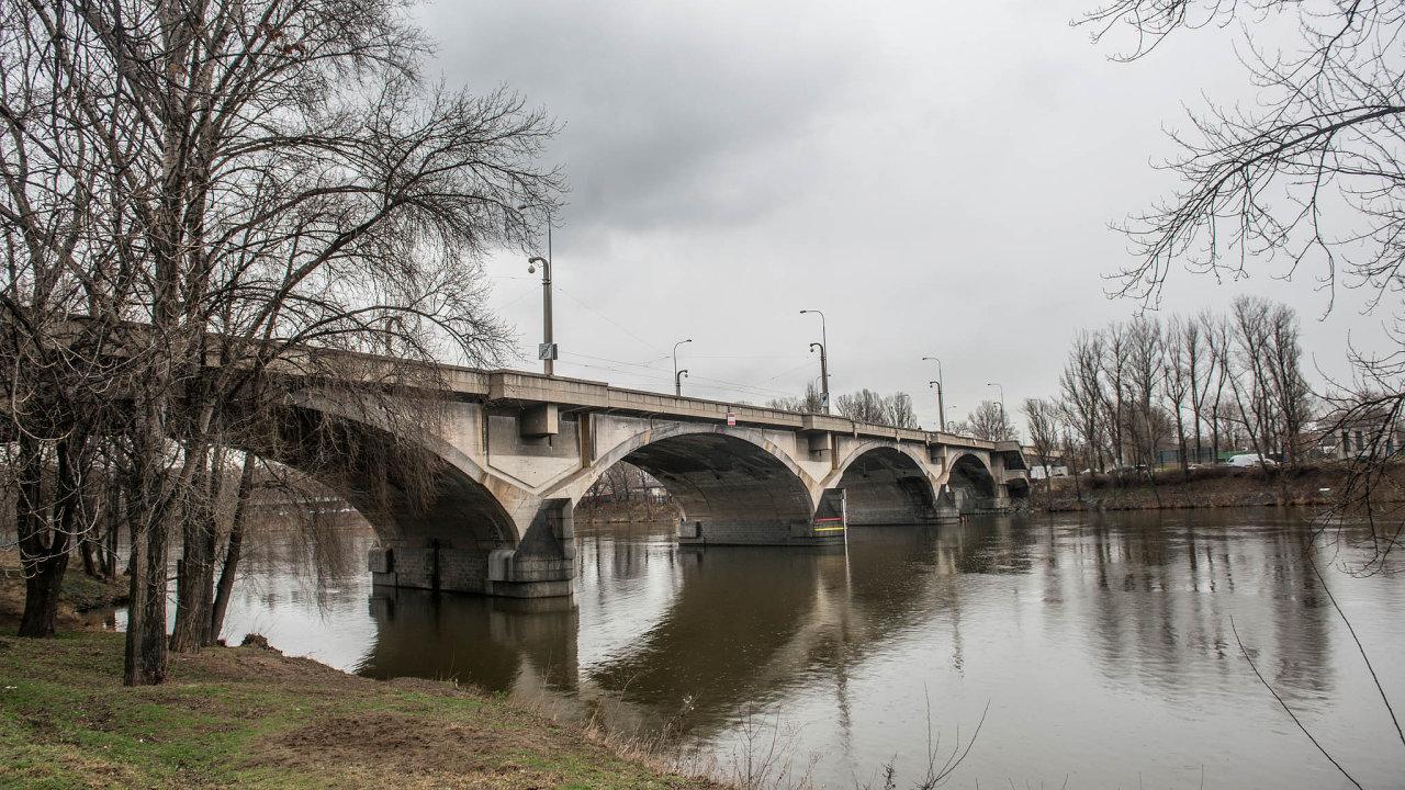 Největším problémem Prahy je stav mostů. Město letos zahájí opravy například Libeňského mostu.