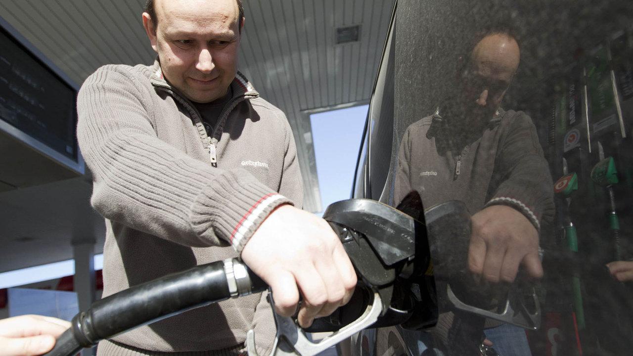 Ceny pohonných hmot před letní sezonou rostou.
