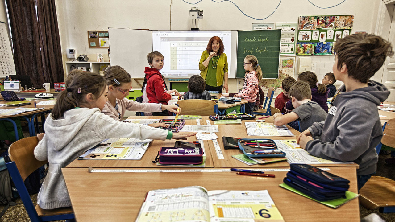 Sněmovna o rok odložila zavedení reformy financování škol.