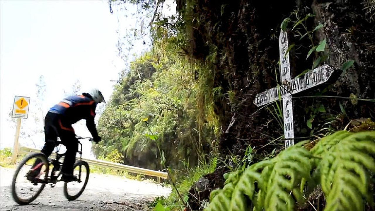 Ráj pro cyklisty. Nebezpečná Cesta smrti láká milovníky adrenalinu.