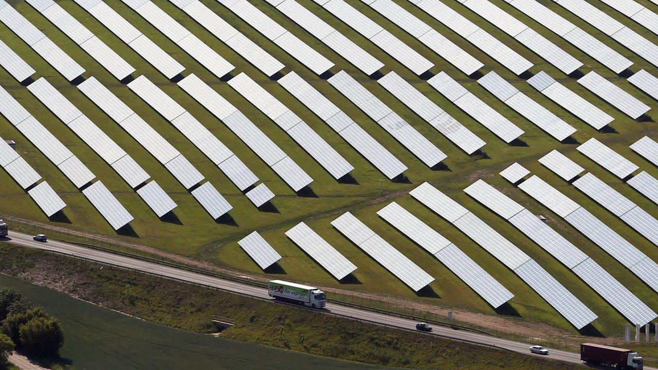 Byznys, byznys. Solární boom zlet 2009 a2010 zdiskreditoval obnovitelné zdroje namnoho let dopředu.