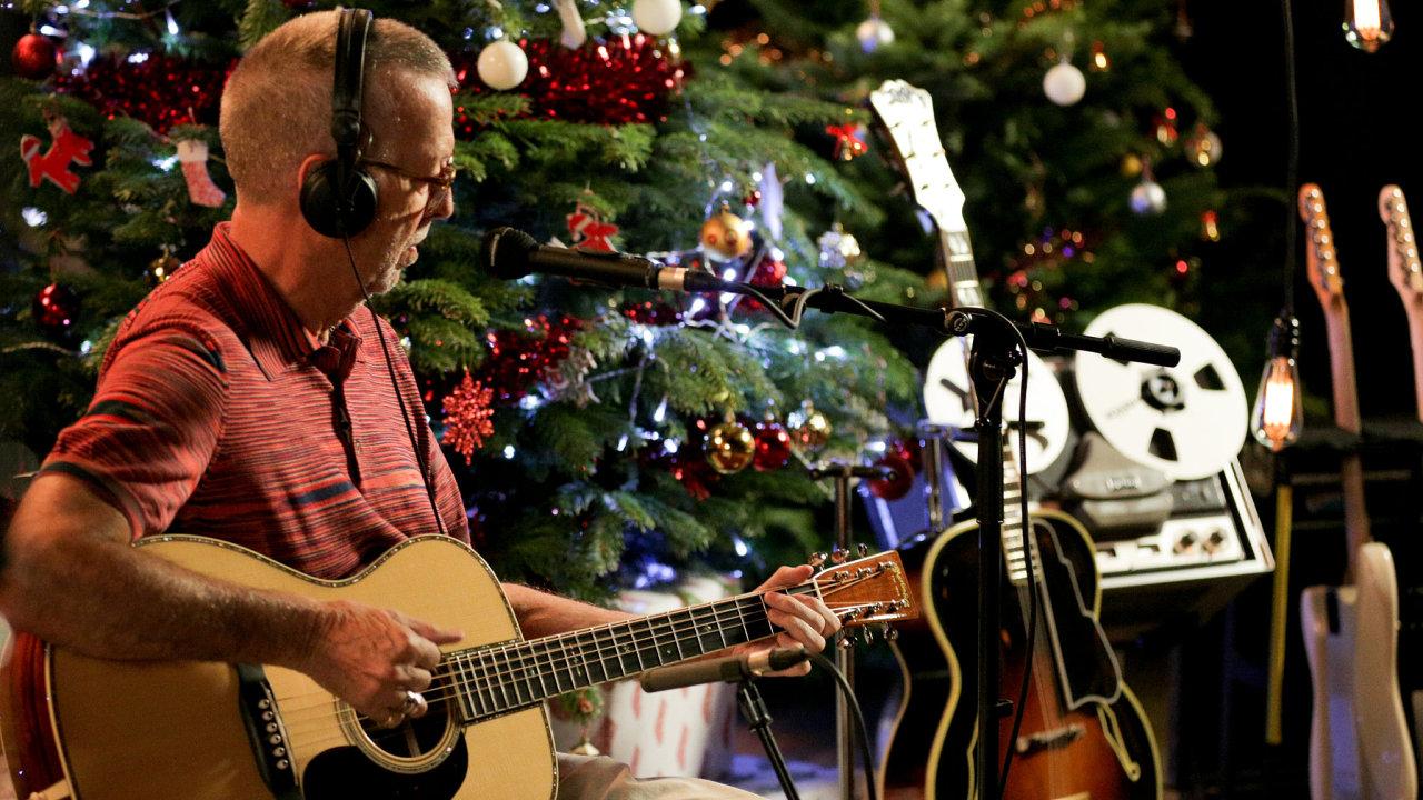 Eric Clapton se zařadil pobok Lynyrd Skynyrd, B. B.Kinga, Boba Dylana, Stinga, Nicka Lowea či CeeLo Greena. Všichni vnovém tisíciletí natočili vánoční alba.