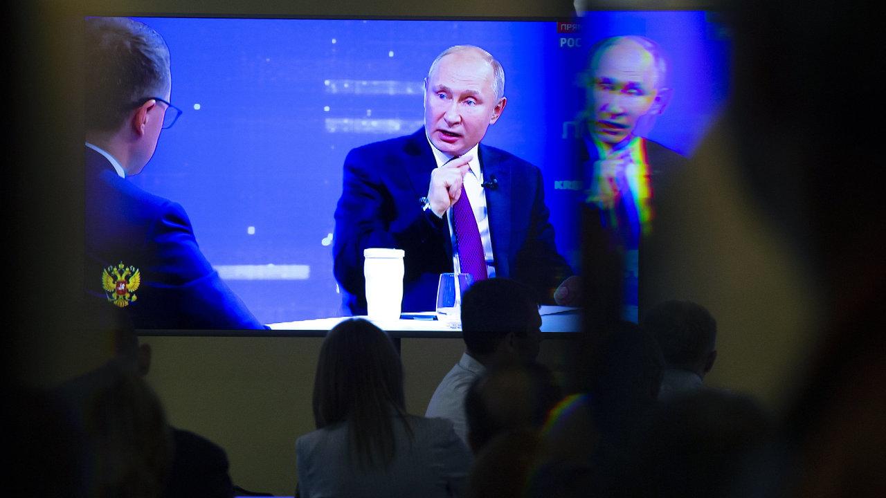 Šéf Kremlu slíbil spoluobčanům růst reálných příjmů, investice do zdravotnictví a školství, snížení inflace a rozvoj infrastrukturních programů.