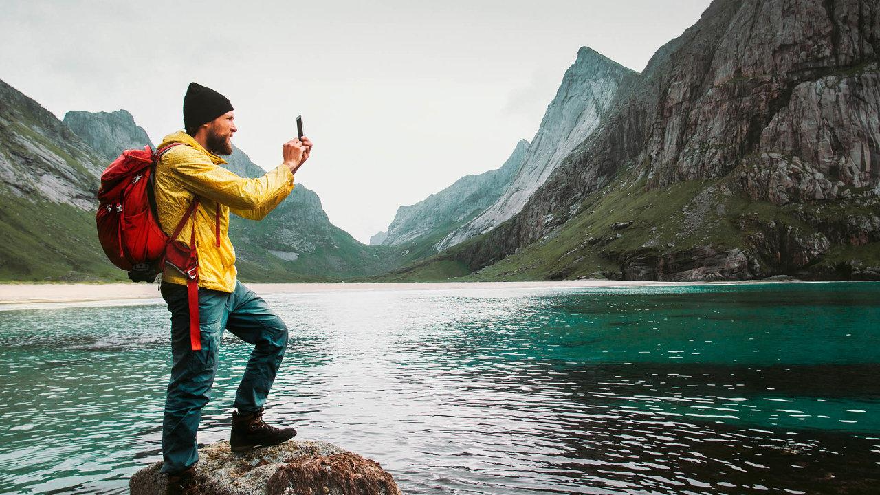 Smartphone se při cestování hodí: zastane práci navigace, fotoaparátu, videokamery, herní konzole ipočítače, když nato přijde.