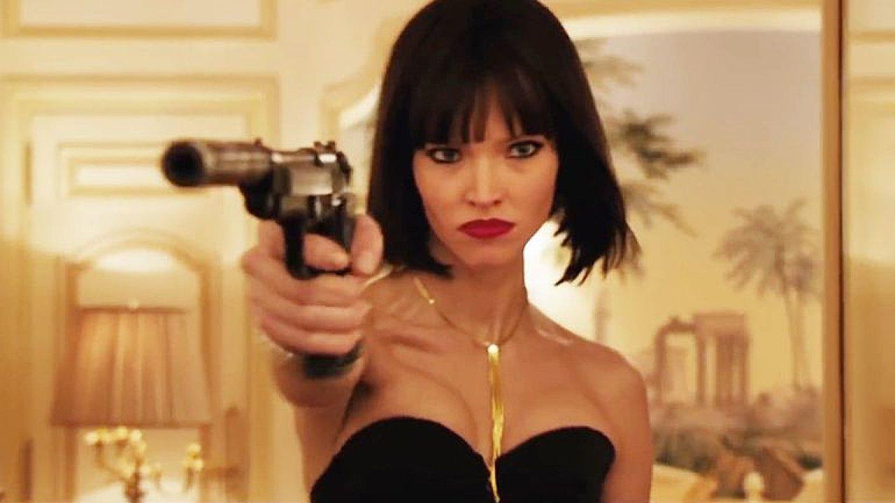 Fila: Film Anna je inteligentně rafinovaný špionážní thriller s křehkou blondýnou