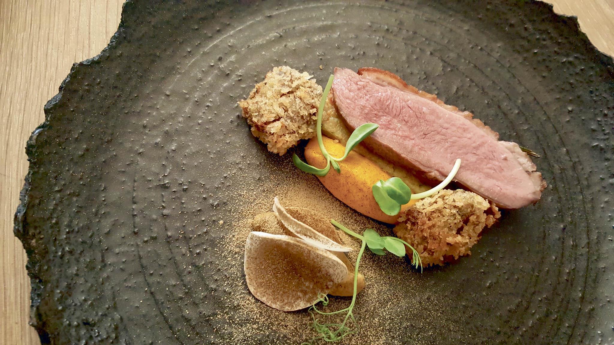 Kachní prso s kroketou a mrkvovým pyré