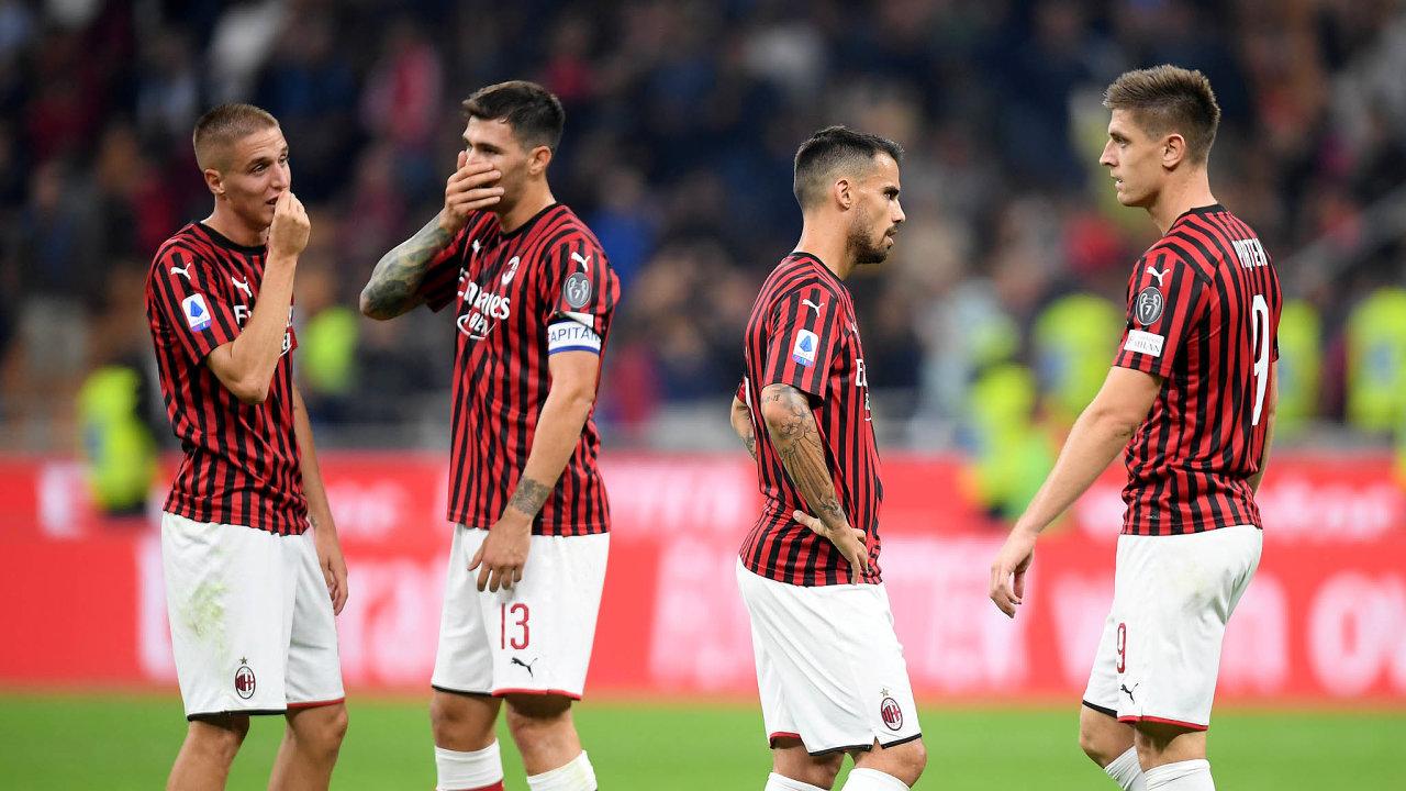 AC Milan v poslední době paběrkuje. Od konce 80. let přitom patřil do evropské špičky. Pod trenérem Arrigem Sacchim drtil soupeře, přišel s rychlým přenášením těžiště hry a inovativní zónovou obranou.