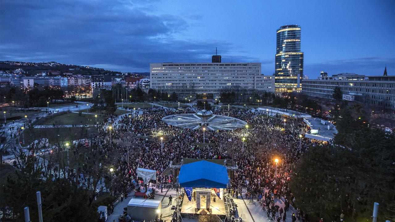Slováci si připomněli druhé výročí vraždy novináře a jeho přítelkyně.