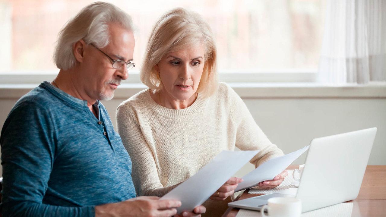 Trh životního pojištění je stabilnější. Klienti méně mění své smlouvy. Ty, které podepisují, zároveň platí nadelší období.