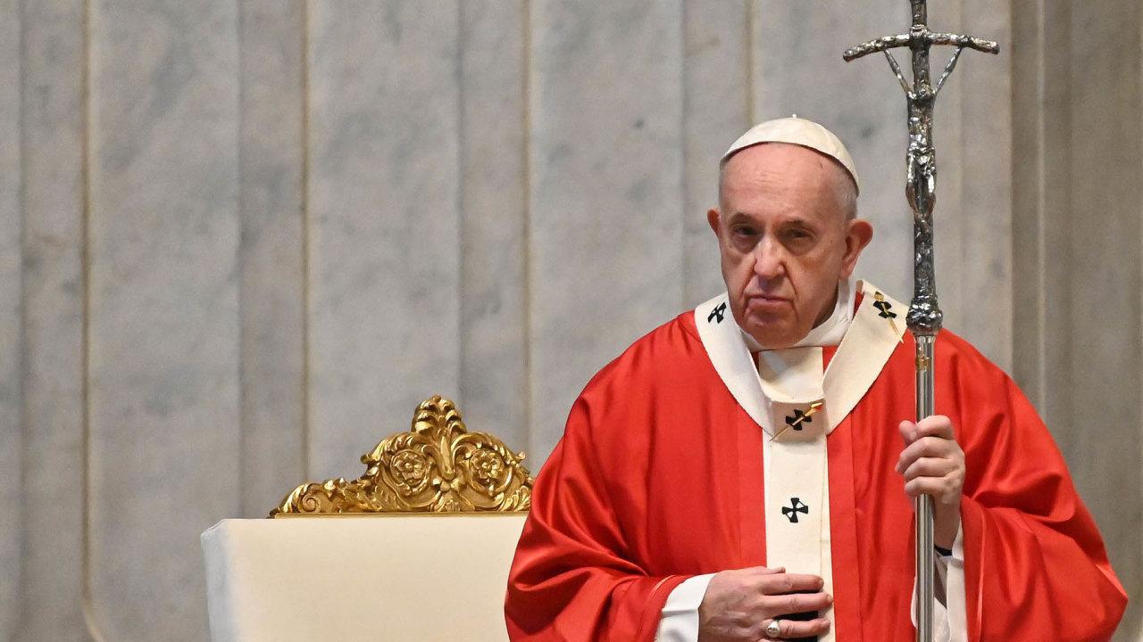 Papež František vbazilice sv. Petra veVatikánu odsloužil mši, jíž zahájil předvelikonoční svatý týden. Obřady se kvůli koronaviru konaly bez poutníků.