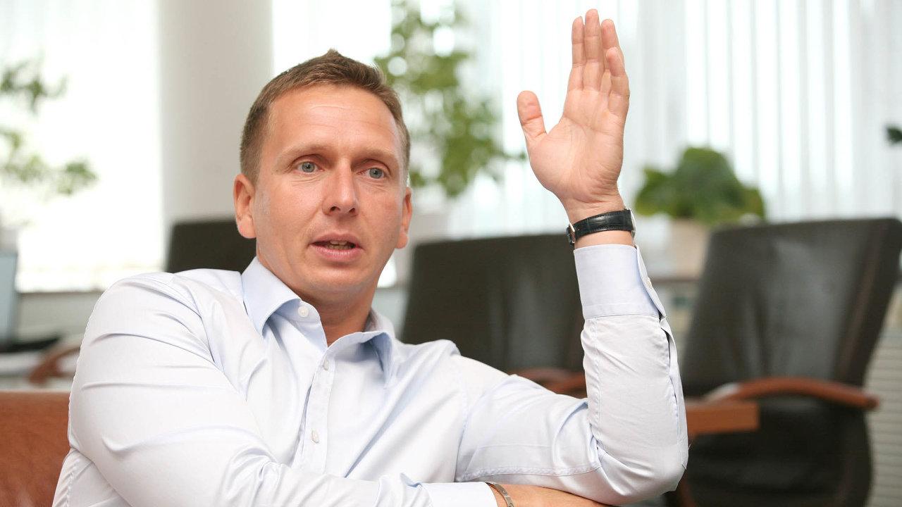 Dopravní podnik vkauze údajného tunelování vystupuje jako poškozený atrvá na tom, že ho obžalovaní, mezi nimiž je iexředitel Martin Dvořák, připravili téměř o půl miliardy.