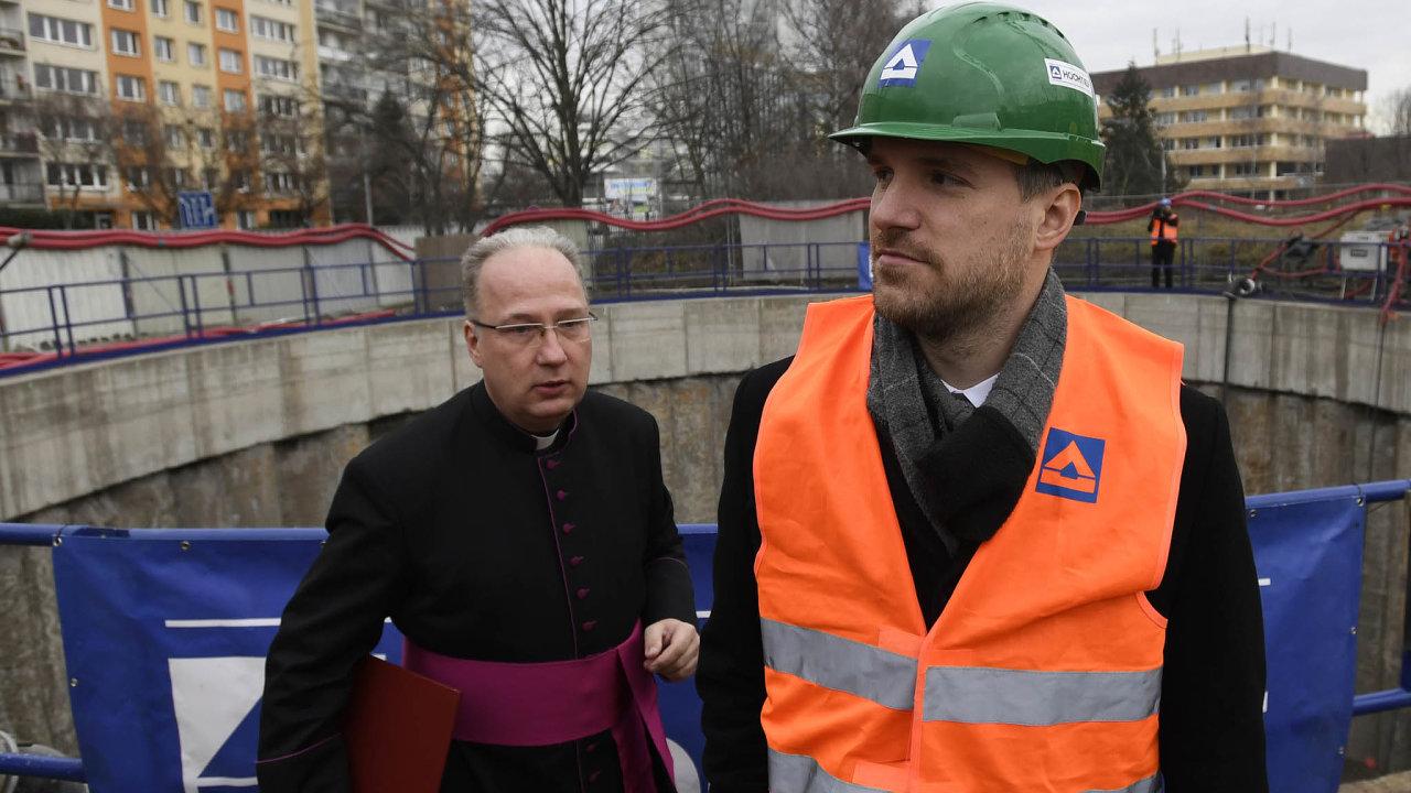 Metro jen vevizuálech: Primátor Zdeněk Hřib zahájil stavbu nového úseku metra vpracovním, ale zatím se nestaví.
