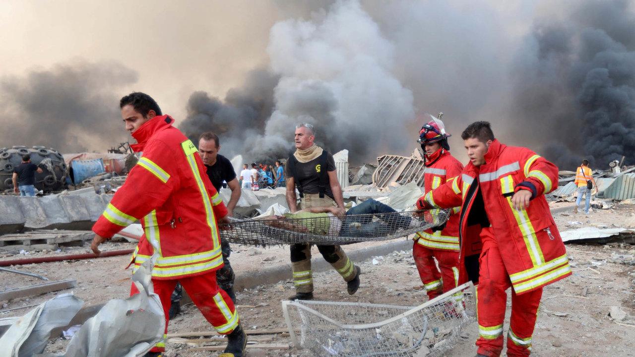 Česko stejně jako Francie či Řecko poslalo doBejrútu napomoc místním složkám (na snímku) speciální tým hasičů.
