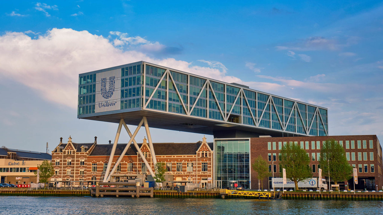 Britsko-nizozemská společnost Unilever včervnu prohlásila, že jedinou centrálu bude mít vLondýně. Je však možné, že si výrobce značek Algida, Rexona či Lipton tento krok ještě rozmyslí.