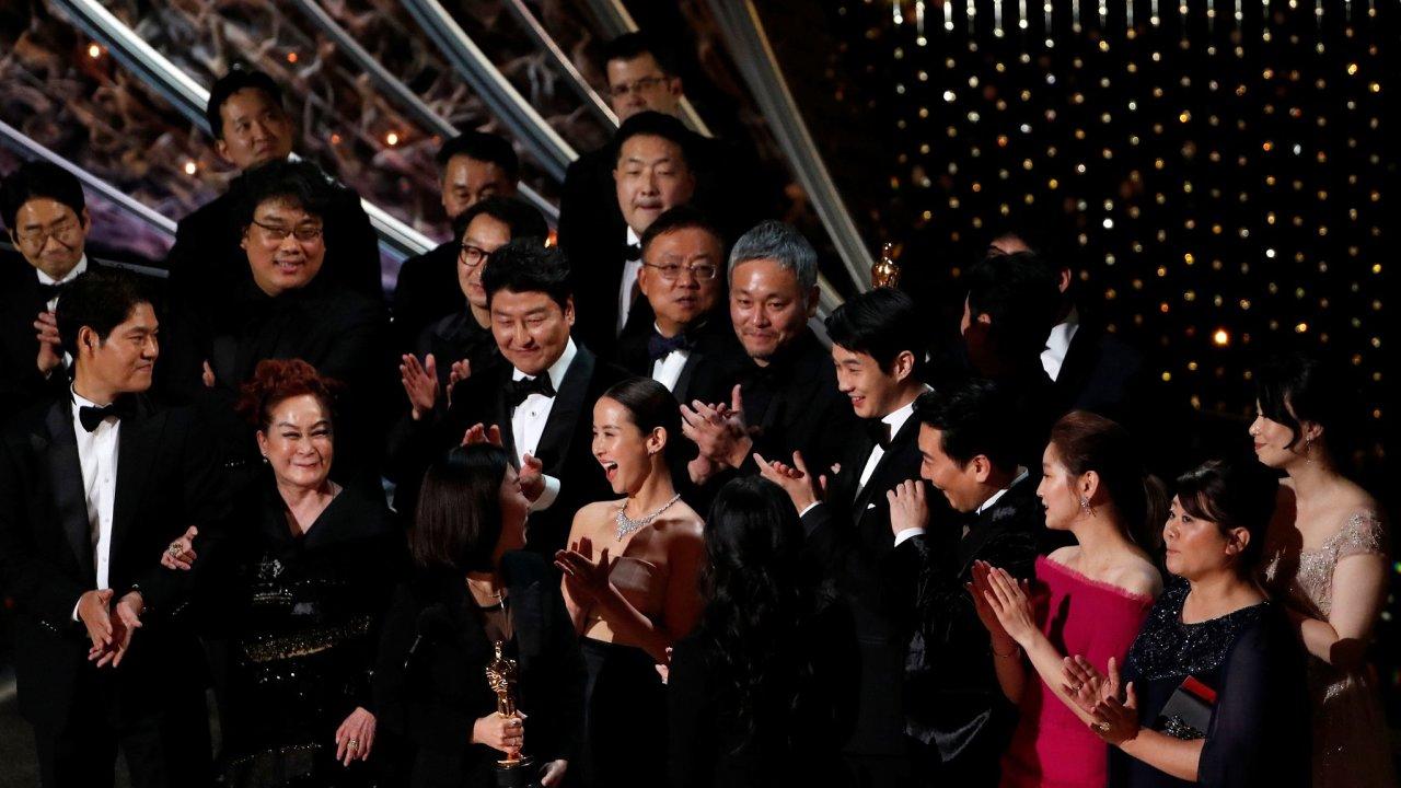 Na letošním udílení Oscarů získal cenu za nejlepší film Parazit jihokorejského režiséra Pong Čun-hoa. Je prvním cizojazyčným snímkem, který toto ocenění obdržel.