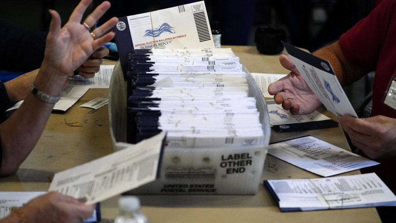 Poštou svůj hlas poslalo přes 100 milionů Američanů.