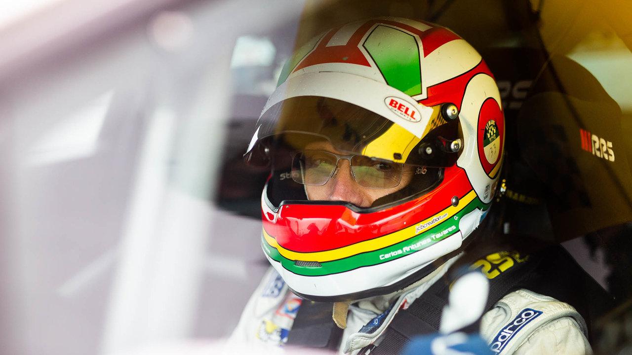 Carlos Tavares žije auty odmalička. Vedvaadvaceti snimi dokonce začal amatérsky závodit. Vté době také uRenaultu začala jeho manažerská kariéra.