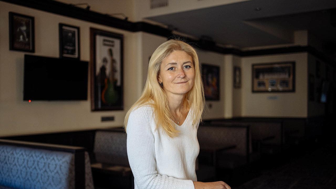 Vroce 2008 inženýrka ekonomie Martina Lednová dělala audit vHard Rock Café– auž zůstala. Již osmým rokem je jeho generální manažerkou.