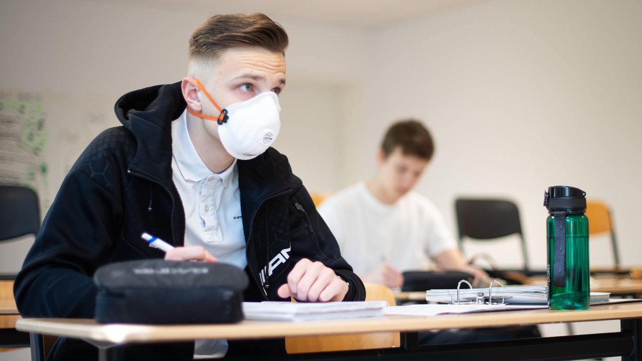 Podle premiéra Andreje Babiše je epidemie koronaviru výjimečná situace, která komplikuje skládání maturitních zkoušek.