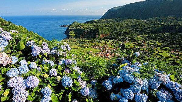 Flores je nejzápadnějším ostrovem Azorů. Někdy se mu přezdívá
