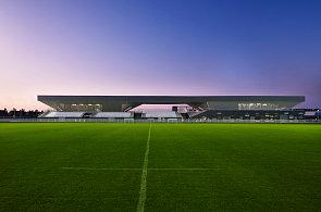 Ekologický stadion na pobřeží je ikonou moderní architektury. Slouží pěti sportům