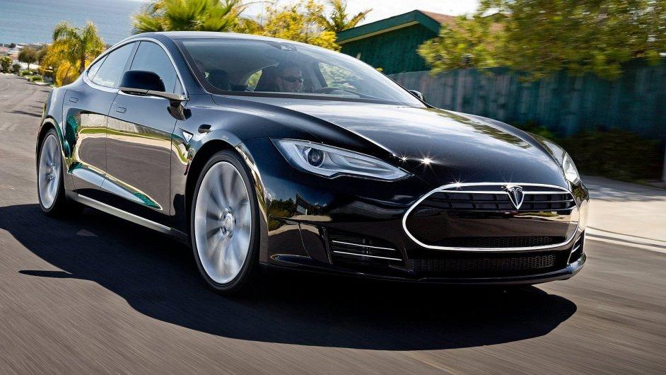 I díky vlastní velkovýrobě poháněcích baterií by nástupci Modelu S (na snímku) měli být dostupnější.