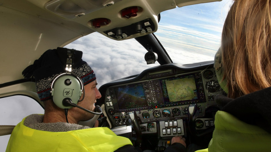 Letecký instruktor F Air Martin Šramka při ukázce výcviku