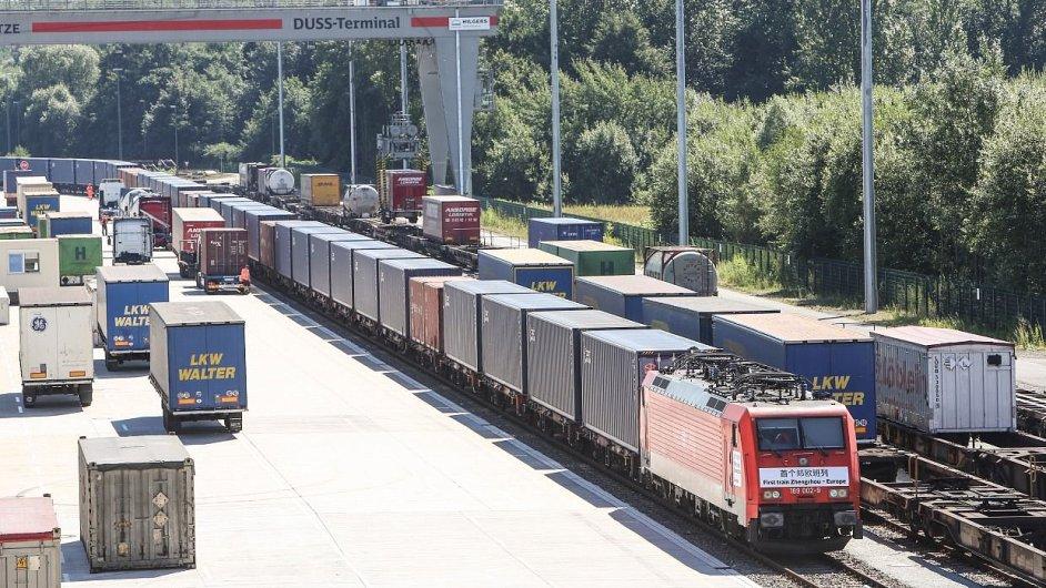 Do Hamburku dorazil první přímý nákladní vlak z čínského Čeng-čou