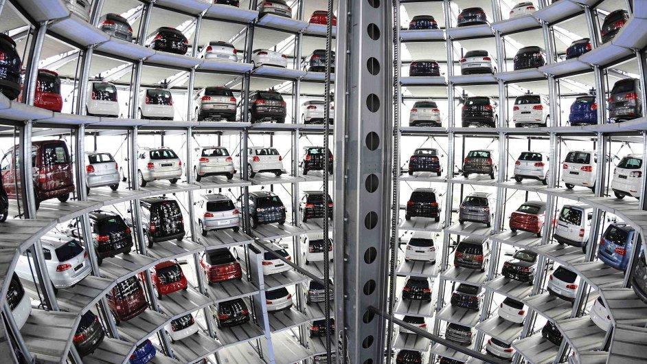 Sklad Volkswagenu v podobě věže v jejich centrále v německém Wolfsburgu.