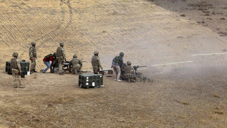 Britové cvičí kurdské vojáky, Španělé chtějí pomoci těm iráckým.