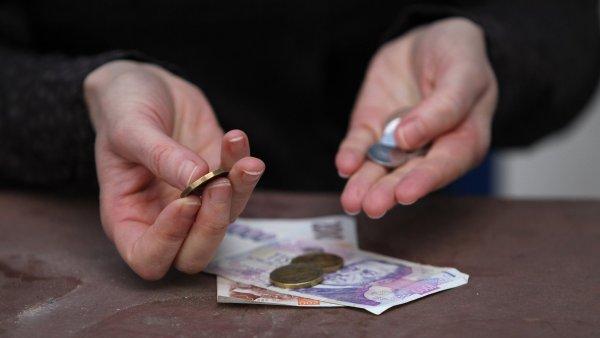 Lidé se na registr obracejí například v momentě, kdy zamýšlejí vzít si úvěr a chtějí zjistit, zda z minulosti nemají dluhy - Ilustrační foto.