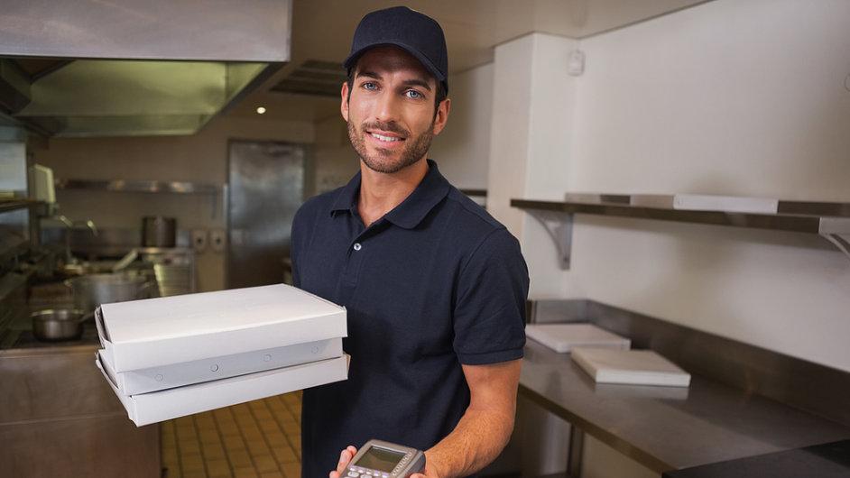 On-line objednávky a následný rozvoz hotového jídla v Česku de facto ovládají firmy DámeJídlo a JídloTeď. (Ilustrační foto)