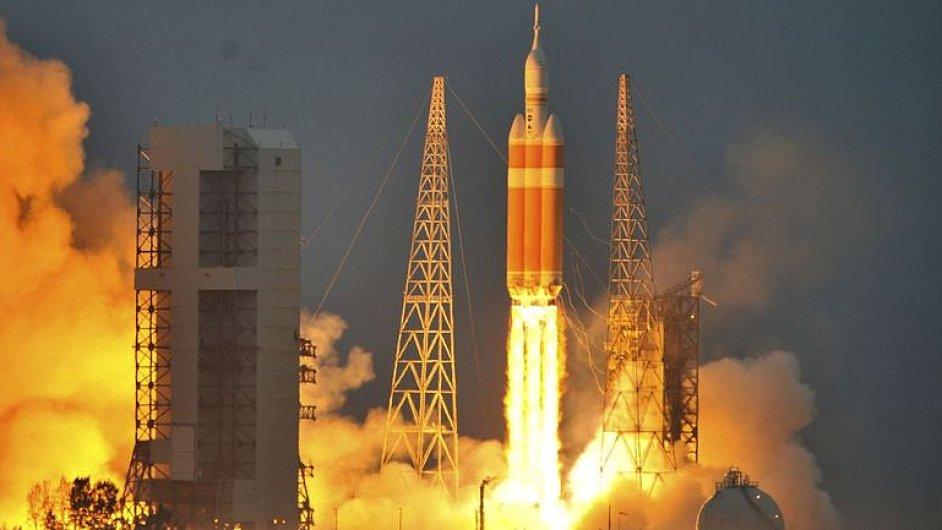 Test největšího raketového motoru, jaký byl kdy vyroben.