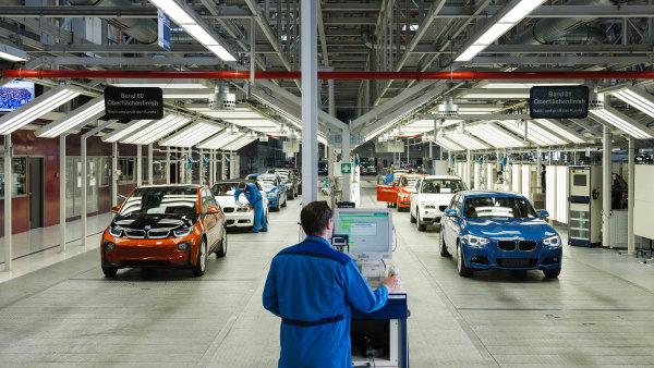 Auta podle Bruselu: Tlak na sni�ov�n� emis� nut� automobilky uva�ovat i o elekt�in�