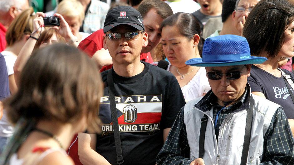 Turisté na Staroměstském náměstí, čínští turisté, asijští turisté